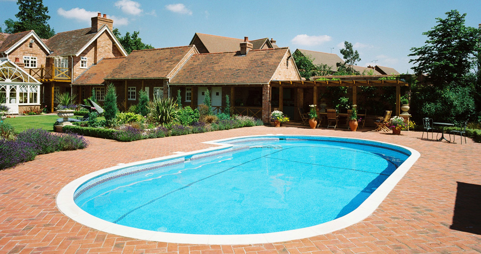 3 Genius Hacks For Maintaining Your Outdoor Swimming Pool Dailyscrawl