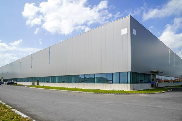 Renting commercial warehouse